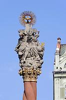 Pestsäule am Marktplatz  in Swidnica, Woiwodschaft Niederschlesien (Województwo dolnośląskie), Polen, Europa<br /> Market Place with plague column in Swidnica, Poland, Europe