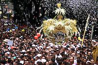 """No CÌrio de Nossa Senhora de NazarÈ cerca de 1.500.000 romeiros acompanham a berlinda que leva a imagem da Santa durante a prociss""""o que ocorre a mais de 200 anos. Sendo considerada uma das maiores procissıes religiosas do planeta.<br /> BelÈm-Para-Brasil<br /> ©Foto: Paulo Santos/ Interfoto<br /> 12/10/2003<br /> Digital"""