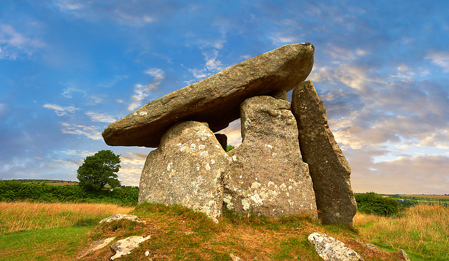 Trethevy Quoit megalithic standing stone tomb, known as the giant's house, near St Cleer, circa 4000 BC, Cornwall, England, United Kingdom