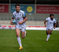 17th April 2021; AJ Bell Stadium, Salford, Lancashire, England; English Premiership Rugby, Sale Sharks versus Gloucester; Mark Atkinson of Gloucester on his way to scoring a late try that was disallowed on review