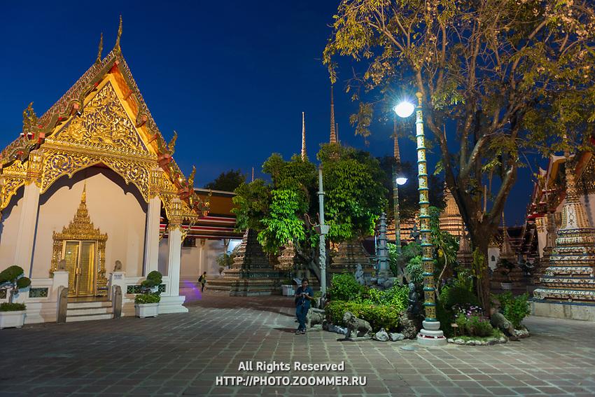 Night photo of Buddist temple Phra Maha Chedi in Bangkok, Thailand