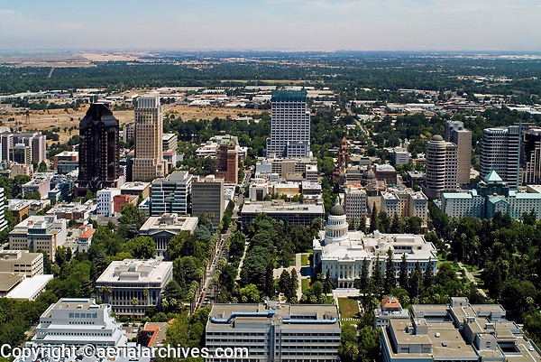 aerial photograph of the State Capitol toward the north, Sacramento, California, 2004