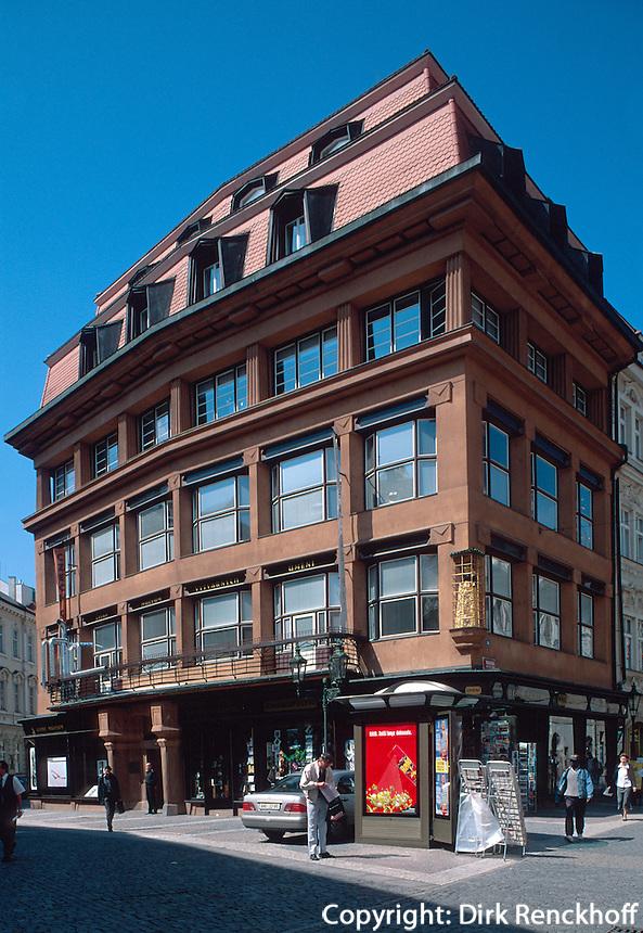 kubistisches Haus zur schwarzen Mutter Gottes in der Celetna 34, Prag, Tschechien, Unesco-Weltkulturerbe.