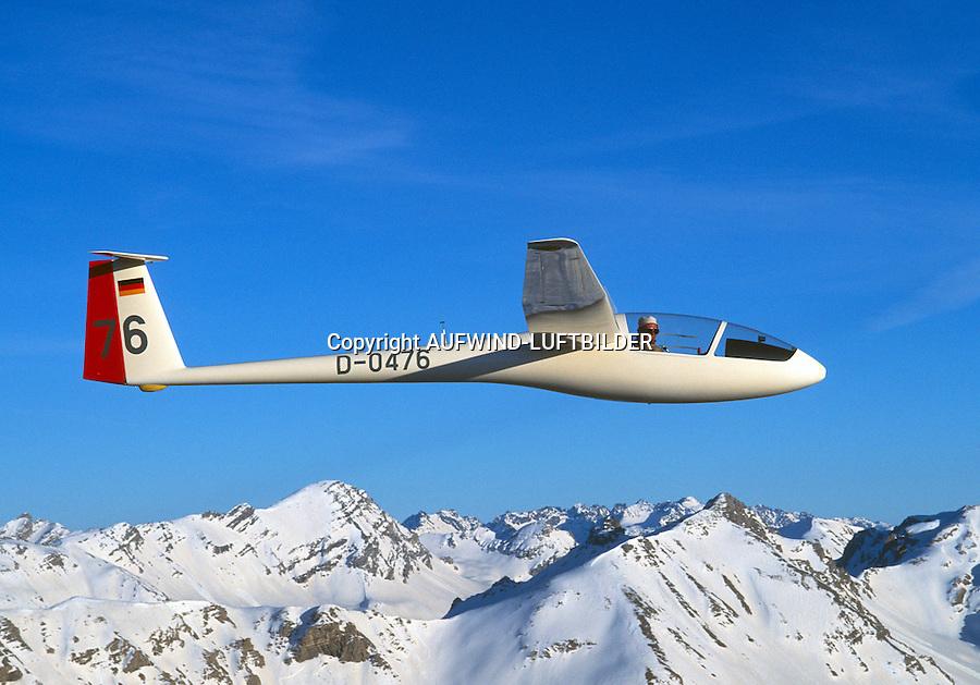 Segelflugzeug vom Typ LS1 c :FRANKREICH, HAUTE ALPES 08.12.2014: Segelflugzeug vom Typ  LS1 c. Die LS1 ist ein einsitziges Segelflugzeug der Clubklasse mit 15 m Spannweite und starrem Fluegelprofil. Entworfen wurde sie fuer die damalige Standardklasse als erster eigener Entwurf von Wolf Lemke. Sie wurde von der Firma Rolladen Schneider Flugzeugbau von 1968 bis 1977 in neun Varianten produziert (LS1-0, a, b, c, d, e, ef, f, ) und dabei mehrfach ueberarbeitet.