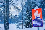 Austria, Upper Austria, Salzkammergut, Gosau: winter scenery at Gosau Lake with Dachstein mountains, UNESCO World Heritage, winter closure due to danger of avalanches | Oesterreich, Oberoesterreich, Salzkammergut, Gosau: Winterlandschaft am vorderen Gosausee mit Dachsteingruppe, UNESCO-Weltkulturerbe Hallstatt-Dachstein Salzkammergut, Wintersperre wegen Lawinengefahr