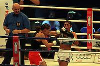 WIBF Weltmeisterin Nadia Raoui (tuerkis, Herne) gegen Oksana Romanova (Kiew, rosa)