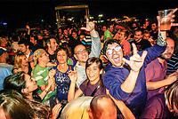 Segrate (Milano). MIAMI, festival di musica italiana indipendente organizzato da Rockit al circolo Magnolia. Pubblico, gesto delle corna --- Segrate (Milan). MIAMI, festival of italian indie music, organised by Rockit. Sign of the horns