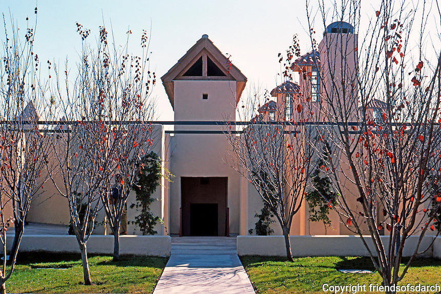 Michael Graves: San Juan Capistrano Library. Rear (North) elevation.  Photo '86.