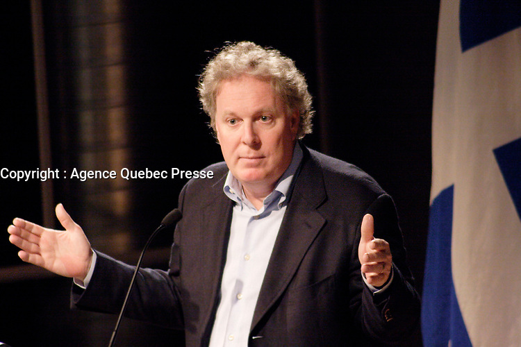 Jean Charest, Premier Ministre du Quebec<br /> lors du colloque RJGAC, 4 Fevrier 2006<br /> <br /> PHOTO : Agence Quebec Prese