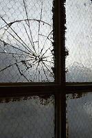 AVAILABLE FROM PLAINPICTURE FOR COMMERCIAL AND EDITORIAL LICENSING.  Please go to www.plainpicture.com and search for image # p5690179.<br /> <br /> Detail of a Cracked Window, Inside an Industrial Building in the DUMBO neighborhood of Brooklyn, New York City, New York State, USA