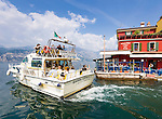 Italy, Veneto, Lake Garda, Malcesine: boat leaving the small harbour at East Bank of Lake Garda | Italien, Venetien, Gardasee, Malcesine: Boot verlaesst den kleinen Hafen am Ostufer des Gardasees