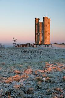 United Kingdom, England, Worcestershire, Broadway: Broadway Tower in dawn frost | Grossbritannien, England, Worcestershire, Broadway: Broadway Tower an einem kuehlen Wintermorgen