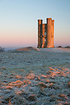 United Kingdom, England, Worcestershire, Broadway: Broadway Tower in dawn frost | Grossbritannien, England, Worcestershire, Broadway: Broadway Tower an einem kuehlen Wintermorgen