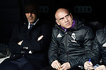 Real Madrid's coach Zinedine Zidane with his second David Bettoni (r) during La Liga match. March 1,2017. (ALTERPHOTOS/Acero)