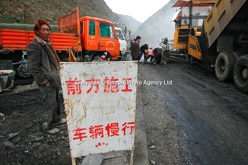 A construction crew builds a new road in Tibet between Xigatse and Lhatse, en route to Mount Everest base camp from Lhasa..08 Aug 2006