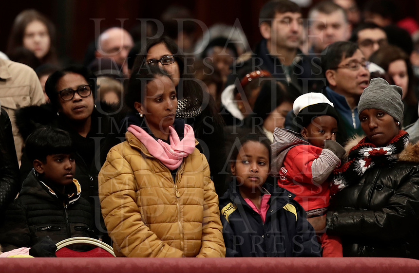 Migranti assistono ad una Messa celebrata da Papa Francesco in occasione della Giornata Mondiale del Migrante e del Rifugiato nella Basilica di San Pietro in Vaticano, 14 gennaio 2108.<br /> Migrants attend a special mass to mark  the World day of Migrants and Refugees led by Pope Francis in Saint Peter's Basilica at the Vatican, on January 14, 2018.<br /> UPDATE IMAGES PRESS/Isabella Bonotto<br /> <br /> STRICTLY ONLY FOR EDITORIAL USE