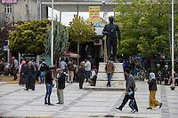 TURKEY, Suruc,10 km away from syrian border and from IS Islamic state besieged town Kobani, syrian refugees from Kobane at Ataturk memorial / TUERKEI, Suruc, 10 km entfernt von der syrischen Grenze und der vom IS belagerten Stadt Kobani, syrische Fluechtlinge aus Kobane, Atatürk Statue