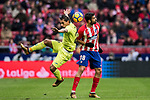Damian Nicolas Suarez Suarez (L) of Getafe CF fights for the ball with Diego Costa of Atletico de Madrid during the La Liga 2017-18 match between Atletico de Madrid and Getafe CF at Wanda Metropolitano on January 06 2018 in Madrid, Spain. Photo by Diego Gonzalez / Power Sport Images