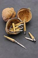 Europe/France/Aquitaine/24/Dordogne/Périgord vert/Nontron: Couteaux de Nontron miniatures à l'intérieur d'une noix, à la Coutellerie Nontronnaise - Son manche est en buis pyrogravé avec une virole en laiton. C'est le plus ancien couteau fermant en France.