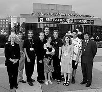 ID :  pr 000830B_38<br /> Gagnants du 31e Festival du Film et Video …tudiant Canadien au MAC, le 30 ao°t 2000<br /> PrÈsents lors la cÈrÈmonie de remise de prix<br /> Et Sandra McDonald, PrÈsidente ONF (extreme gauche)<br /> Gaston Bernier ; Kodak (extreme droite)