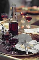 """Europe/France/Rhône-Alpes/69/Rhône/Lyon: Les Saint Marcelins de Mme Richard fromagère lors d'un machon au bouchon lyonnais """"Les Gones"""" dans les halles"""
