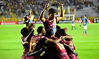 IBAGUE- COLOMBIA, 03-04-2019: Los jugadores Deportes Tolima (COL) celebran el gol anotado a Jorge Wilstermann (BOL), durante partido de la fase de grupos, grupo G, fecha 3, entre Deportes Tolima (COL) y Jorge Wilstermann (BOL), por la Copa Conmebol Libertadores 2019, en el Estadio Manuel Murillo Toro de la ciudad de Ibague. / The players of Deportes Tolima (COL), celebrate a scored goal to Wilstermannn (BOL), during a match of the groups phase, group G, 3rd date, beween Deportes Tolima (COL) and Jorge Wilstermann (BOL), for the Conmebol Libertadores Cup 2019, at the Manuel Murillo Toro Stadium, in Ibague city.  VizzorImage / Juan Carlos Escobar / Cont.
