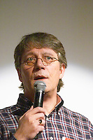 Neville Hobson, at the Les Blog conference in Paris December 2005 on blogging, new media and internet strategy