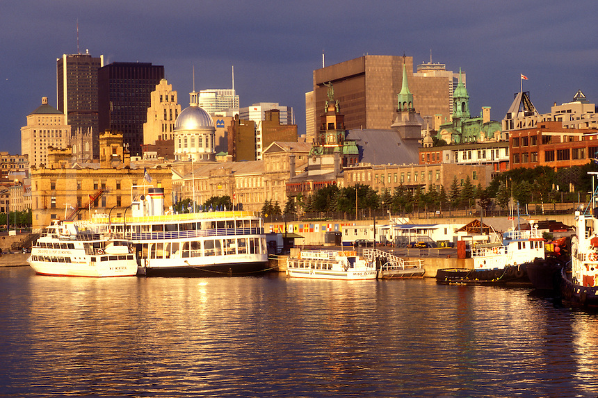 AJ0810, Canada, Quebec, Montreal, Vieux Port and skyline of downtown Montreal on the waters of St. Lawrence River (Fleuve Saint-Laurent).