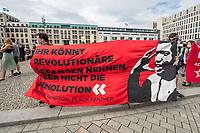 Mehrere tausend Menschen demonstrierten am Samstag den 4. Juli 2020 in Berlin gegen Rassismus und rassistische Polizeigewalt.<br /> Im Bild: Eine Kundgebung mit einigen hundert Menschen vor dem Brandenburger Tor.<br /> 4.7.2020, Berlin<br /> Copyright: Christian-Ditsch.de<br /> NUR FUER REDAKTIONELLE ZWECKE! Werbung nur auf Anfrage beim Fotografen. [Inhaltsveraendernde Manipulation des Fotos nur nach ausdruecklicher Genehmigung des Fotografen. Vereinbarungen ueber Abtretung von Persoenlichkeitsrechten/Model Release der abgebildeten Person/Personen liegen nicht vor. NO MODEL RELEASE! Don't publish without copyright Christian-Ditsch.de, Veroeffentlichung nur mit Fotografennennung, sowie gegen Honorar, MwSt. und Beleg. Konto: I N G - D i B a, IBAN DE58500105175400192269, BIC INGDDEFFXXX, Kontakt: post@christian-ditsch.de<br /> Bei der Bearbeitung der Dateiinformationen darf die Urheberkennzeichnung in den EXIF- und  IPTC-Daten nicht entfernt werden, diese sind in digitalen Medien nach §95c UrhG rechtlich geschuetzt. Der Urhebervermerk wird gemaess §13 UrhG verlangt.]