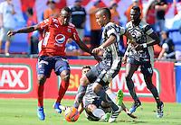 MEDELLÍN -COLOMBIA-26-02-2017: Juan F Caicedo (Izq) jugador del Medellín disputa el balón con un jugador (Der) de Tigres durante el encuentro entre Independiente Medellín y Tigres FC por la fecha 6 de la Liga Águila I 2017 jugado en el estadio Atanasio Girardot de la ciudad de Medellín. / Juan F Caicedo (L) player of Medellin vies for the ball with a (R) player of Tigres during match between Independiente Medellin and Tigres FC for date 6 of the Aguila League I 2017 at Atanasio Girardot stadium in Medellin city. Photo: VizzorImage/ León Monsalve /Str
