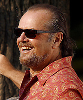 """JACK NICHOLSON 2002<br /> ON LOCATION FILMING THE MOVIE<br /> """"ANGER MANAGEMENT""""<br /> Photo By John Barrett/PHOTOlink"""