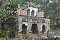 Monks at Tu Hieu Monastery, Thich Nat <br /> Han's monastery