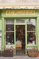 Europe/France/Provence-Alpes-Cote d'Azur/Vaucluse/Lourmarin: le Mazet de Léa - la boutique de Christelle Victorien