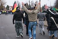 """Ca. 550 Neonazis, Hooligans, NPD-Mitglieder und Mitglieder der Neonazipartei """"Die Rechte"""", sowie eine sog. Buergerinitiative """"Gegen Asylmissbrauch den Mund aufmachen"""" protestierten am Samstag den 22. November 2014 gegen ein Fluechtlingsheim in Berlin Marzahn-Hellersdorf gegen eine geplante Unterkunft fuer Fluechtlinge.<br /> Dagegen protestieren bereits Stunden vor dem Aufmarsch ueber 3.500 Menschen an mehreren Punkten der Marschroute. Die Polizei lies sie zunaechst gewaehren.<br /> Bis zum Einbruch der Dunkelheit konnte der rechtsradikale Aufmarsch nur ca. 70 Meter Wegstrecke zurueck legen und wurde dann von der Polizei in einer chaotischen Aktion zum S-Bahnhof gebracht. Gegendemonstranten gelang es nach unverstaendlichen Polizeimanoevern bis auf wenige Meter an die Rechtsradikalen zu gelangen und es kam zu Auseinandersetzungen bei denen beide Seiten sich mit Flaschen, Steinen und Feuerwerkskoerpern beworfen.<br /> Im Bild: Neonazi-Hooligans auf dem Weg zum Sammelplatz ihres Aufmarsches.<br /> 22.11.2014, Berlin<br /> Copyright: Christian-Ditsch.de<br /> [Inhaltsveraendernde Manipulation des Fotos nur nach ausdruecklicher Genehmigung des Fotografen. Vereinbarungen ueber Abtretung von Persoenlichkeitsrechten/Model Release der abgebildeten Person/Personen liegen nicht vor. NO MODEL RELEASE! Nur fuer Redaktionelle Zwecke. Don't publish without copyright Christian-Ditsch.de, Veroeffentlichung nur mit Fotografennennung, sowie gegen Honorar, MwSt. und Beleg. Konto: I N G - D i B a, IBAN DE58500105175400192269, BIC INGDDEFFXXX, Kontakt: post@christian-ditsch.de<br /> Bei der Bearbeitung der Dateiinformationen darf die Urheberkennzeichnung in den EXIF- und  IPTC-Daten nicht entfernt werden, diese sind in digitalen Medien nach §95c UrhG rechtlich geschuetzt. Der Urhebervermerk wird gemaess §13 UrhG verlangt.]"""