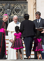 Papa Francesco saluta i fedeli al termine della sua centesima udienza generale del mercoledi' in Piazza San Pietro, Citta' del Vaticano, 26 agosto 2015.<br /> Pope Francis greets the faithful at the end of his hundredth weekly general audience in St. Peter's Square at the Vatican, 26 August 2015.<br /> UPDATE IMAGES PRESS/Riccardo De Luca<br /> <br /> STRICTLY ONLY FOR EDITORIAL USE