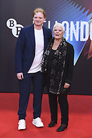 Judi Dench mit Enkel Sam Williams at the 'Belfast' premiere during the 65. BFI London Film Festival 2021 at the Royal Festival Hall. London, 12.10.2021. Credit: Action Press/MediaPunch **FOR USA ONLY**