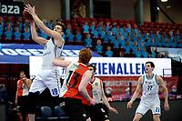 06-03-2021: Basketbal: Donar Groningen v ZZ Feyenoord: Groningen rebound Donar speler Willem Brandwijk , Feyenoord speler Kasper Averink kijkt toe