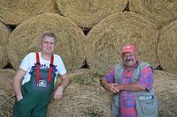 CROATIA, Osijek, dairy farm / KROATIEN, Osijek, Milchviehbetrieb, Familienbetrieb von