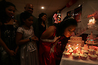 18ieme anniversaire d'une adolescente d'origine filippine.<br /> <br /> (model release)<br /> <br /> Photo : Agence Quebec Presse.