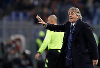 Calcio, Serie A: Roma vs Inter. Roma, stadio Olimpico, 19 marzo 2016.<br /> FC Inter's coach Roberto Mancini gives indications to his players during the Italian Serie A football match between Roma and FC Inter at Rome's Olympic stadium, 19 March 2016. The game ended 1-1.<br /> UPDATE IMAGES PRESS/Riccardo De Luca