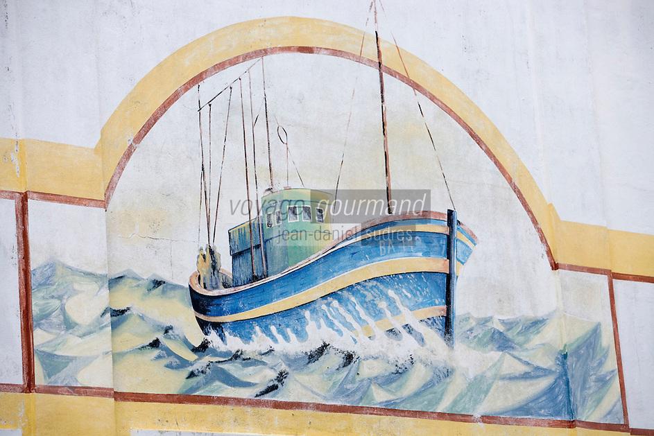 Europe/France/Aquitaine/64/Pyrénées-Atlantiques/Pays Basque/Saint-Jean-de-Luz:   au port de la pêche Thonier Bolincheur ou Thonier Bolincheur peint sur les murs de la Coopérative des pêcheurs.