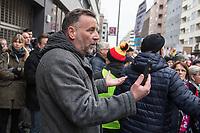 """Ca. 800 Menschen folgten am Samstag den 17. Februar 2018 in Berlin dem Aufruf der AfD-Frau Leyla Bilge zu einem sog. """"Marsch der Frauen"""". Sie demonstrierten gegen Zuwanderung und Fluechtlinge, die """"nur nach Deutschland kommen um hier Frauen zu schaenden"""" so einige Teilnehmer.<br /> Der rechte Aufmarsch wurde nach 750 Metern durch Strassenblockaden von ca. 2.000 Menschen gestoppt. Leyla Bilge weigerte sich als Anmelderin drei Stunden lang den blockierten  Aufmarsch zu beenden und forderte von der Polizei die Blockaden zu raeumen. Ein Raeumungsversuch der Polizei scheiterte, da es zu viele Menschen waren, die auf der Strasse sassen.<br /> Nach drei Stunden beendete Bilge den Aufmarsch. Die Demosntranten, unter ihnen etliche Neonazis, sog. """"Identitaere"""" und AfD-Politiker zogen darauf ab und griffen dabei Gegendemosntranten und Polizeibeamte an. Mehrere Personen wurden festgenommen. Ein Teil fuhr zum Kanzleramt, dem urspruenglichen Ziel des Aufmarsches.<br /> Im Bild: Gruender der rechtsextremen Pegida-Bewegung, Lutz Bachmann, filmt sich bei dem Aufmarsch selber.<br /> 17.2.2018, Berlin<br /> Copyright: Christian-Ditsch.de<br /> [Inhaltsveraendernde Manipulation des Fotos nur nach ausdruecklicher Genehmigung des Fotografen. Vereinbarungen ueber Abtretung von Persoenlichkeitsrechten/Model Release der abgebildeten Person/Personen liegen nicht vor. NO MODEL RELEASE! Nur fuer Redaktionelle Zwecke. Don't publish without copyright Christian-Ditsch.de, Veroeffentlichung nur mit Fotografennennung, sowie gegen Honorar, MwSt. und Beleg. Konto: I N G - D i B a, IBAN DE58500105175400192269, BIC INGDDEFFXXX, Kontakt: post@christian-ditsch.de<br /> Bei der Bearbeitung der Dateiinformationen darf die Urheberkennzeichnung in den EXIF- und  IPTC-Daten nicht entfernt werden, diese sind in digitalen Medien nach §95c UrhG rechtlich geschuetzt. Der Urhebervermerk wird gemaess §13 UrhG verlangt.]"""