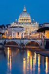 Italy, Lazio, Rome: St Peter's Basilica and the River Tiber and Ponte Sant'Angelo at night | Italien, Latium, Rom: der Petersdom, die Ponte Sant'Angelo und der Tiber am Abend