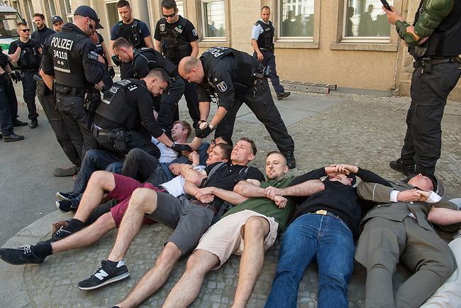 """Rechtsextreme """"Identitaere"""" versuchen Besetzung des Justizministerium.<br /> Am Freitag den 19. Mai 2017 versuchten ca. 40 Rechtsextremisten der sog. """"Identitaeren Bewegung"""" (IB) das Justizministerium zu besetzen. Sie setzten das Ministerium und den Justizminister Maas mit der Staatssicherheit der DDR gleich, hatten DDR-Fahnen dabei und trugen zum Teil DDR-Militaeruniformen.<br /> Die Neonazis scheiterten jedoch mit der Besetzung, da die Polizei im Vorfeld von der Aktion informiert war und rechtzeitig vor Ort war. Als die Polizei die Neonazis aufforderte zu gehen, legten die sich auf den Fußweg und skandierten """"Keine Gewalt"""" und Parolen gegen Fluechtlinge und fuer Deutschland. Daraufhin wurden die Neonazis einzeln abgefuehrt, durchsucht und erhielten einen Platzverweis.<br /> 19.5.2017, Berlin<br /> Copyright: Christian-Ditsch.de<br /> [Inhaltsveraendernde Manipulation des Fotos nur nach ausdruecklicher Genehmigung des Fotografen. Vereinbarungen ueber Abtretung von Persoenlichkeitsrechten/Model Release der abgebildeten Person/Personen liegen nicht vor. NO MODEL RELEASE! Nur fuer Redaktionelle Zwecke. Don't publish without copyright Christian-Ditsch.de, Veroeffentlichung nur mit Fotografennennung, sowie gegen Honorar, MwSt. und Beleg. Konto: I N G - D i B a, IBAN DE58500105175400192269, BIC INGDDEFFXXX, Kontakt: post@christian-ditsch.de<br /> Bei der Bearbeitung der Dateiinformationen darf die Urheberkennzeichnung in den EXIF- und  IPTC-Daten nicht entfernt werden, diese sind in digitalen Medien nach §95c UrhG rechtlich geschuetzt. Der Urhebervermerk wird gemaess §13 UrhG verlangt.]"""