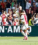 Nederland, Amsterdam, 30 augustus 2015<br /> Eredivisie<br /> Seizoen 2015-2016<br /> Ajax-ADO Den Haag<br /> Davy Klaassen, aanvoerder van Ajax balt een vuist en viert samen met Anwar El Ghazi van Ajax de 2-0.