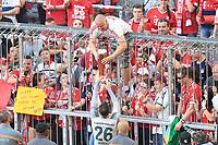 12.05.2018; Football,  2017/2018, Bundesligal, FC Bayern Muenchen - VfB Stuttgart, in Muenchner Allianz-Arena. German Meister FC Bayern Muenchen celebrates .  Sven Ulreich hat auch fuer einen Fan ein Weissbier *** Local Caption *** © pixathlon<br /> <br /> +++ NED + SUI out !!! +++<br /> Contact: +49-40-22 63 02 60 , info@pixathlon.de
