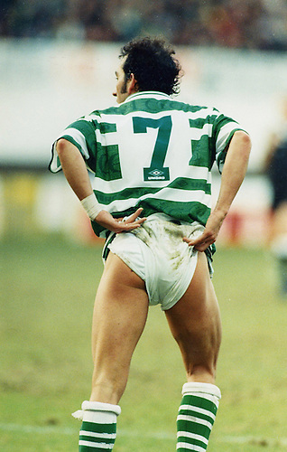1997, PAULO DI CANIO OF CELTIC TAUNTS THE MOTHERWELL FANS AT FIR PARK WITH A CHEEKY WEE BUM FLASH, ROB CASEY PHOTOGRAPHY.