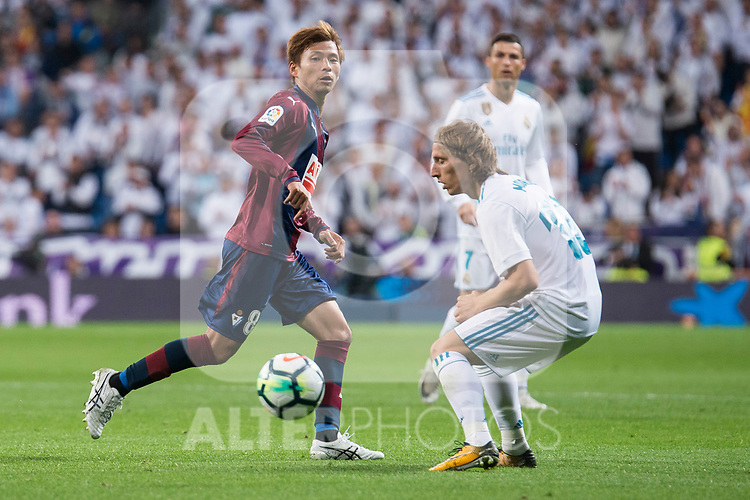 Real Madrid Luka Modric and Eibar Takashi Inui during La Liga match between Real Madrid and Eibar at Santiago Bernabeu Stadium in Madrid, Spain. October 22, 2017. (ALTERPHOTOS/Borja B.Hojas)