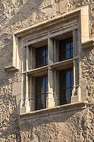 France, Aude (11), Caunes-Minervois : Fenêtre à Meneaux //France, Aude, Caunes Minervois