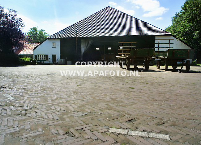 Deelen, 010801<br />Nepboerderij op vliegveld Deelen.<br />Foto: Sjef Prins / APA Foto.